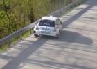 Video: Rallija mašīnai avārijā izkrīt motors
