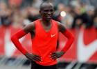 Kipčoge noskrien maratonu divās stundās un 25 sekundēs