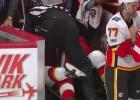 Video: NHL haotisks kautiņš uz ledus un aiz borta