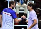 Federers otrā seta beigās salauž Londonā bez uzvarām finišējušo Čiliču