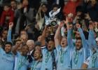"""""""City"""" Līgas kausa finālā sadragā """"Arsenal"""" un izcīna pirmo trofeju sezonā"""