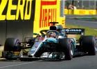 Hamiltons sasniedz ātrāko rezultātu pirmajā F1 treniņā