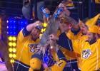 Video: NHL jocīgākajos momentos arī fanu izdarības ar lielu zivi