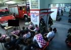 Video: Horvātu ugunsdzēsēji izsaukuma dēļ neredz savu favorītu vārtu guvumu