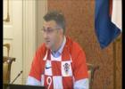 Video: Horvātijas valdība futbolistu formās aizvada sēdi