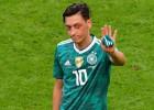 Ezils aiziet no Vācijas izlases un apsūdz futbola federāciju rasismā