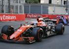"""""""McLaren"""" turpina atlaist un pieņemt darbiniekus"""