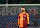 """""""Galatasaray"""" vēlas pārdot aizsargu, kurš slimības dēļ nespēlē, bet tiek pieķerts kūrortā"""