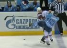 """Video: KHL sezonas spēka paņēmienos arī """"dinamietis"""" Gilīss"""