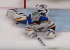"""Video: NHL finālu atvairījumos uzvar """"Blues"""" vārtsargs"""