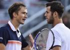 Nadalam pusfināls nav jāspēlē, Krievijas līderu duelī uzvar Medvedevs
