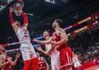 Polija pamatīgā drāmā papildlaikā pieveic Ķīnu un uzvar A grupā