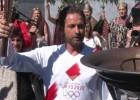 """Video: Aktieris Batlers: """"Šī ir Sparta!"""" Olimpiskās uguns stafete tiek pārtraukta"""