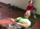 Video: Ronaldu trenējas ar bērnu palīdzību