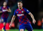 """Brazīlijas pussargs Arturs nepievienojas """"Barcelona"""" sastāvam pirms ČL spēlēm"""