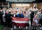 Foto: NBA latviešu derbiju kuplā pulkā apmeklē tautieši