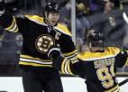 Hāram <i>hat trick</i>, ''Bruins'' pazemo ''Hurricanes''
