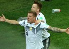Kross kompensācijas laika pēdējā minūtē izglābj Vāciju