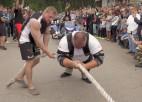 Video: Kazeļņiks Ogrē uzstāda pasaules rekordu motociklu vilkšanā
