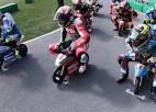 """Video: """"MotoGP"""" zvaigznes sacenšas ar mini motocikliem"""