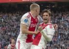 """""""Ajax"""" pēc šokējoša izklupiena paliek mazākumā, taču uzvar PSV un atgriežas cīņā par titulu"""