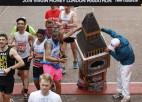 Video: Bigbens iesprūst Londonas maratona finišā