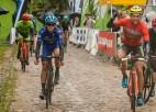 Spītējot laika apstākļiem, vērienīgi atjaunots ''Smiltenes kauss'' riteņbraukšanā