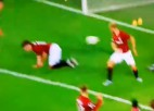 Video: Futbolistam trāpa pa pēcpusi, bumba ielido savos vārtos