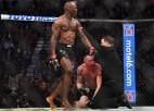 Lieliskā cīņā Usmans izrauj uzvaru pār Kovingtonu, Volkanovskis izcīna UFC titulu