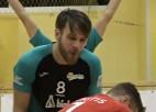 Video: Latviešu libero saņem sitienu no komandas biedra