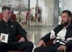 """Video: """"eXi"""": saslimšanas un sadzīvē gūtas traumas: Cūciņu epidēmija un pirtī lauzta kāja"""
