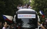 Foto: Pasaules čempioni čehi atgriežas mājās