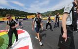 Foto: Piloti, komandas un fani gatavojas Austrijas F1 posmam