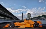 """Foto: Prezentēta Alonso mašīna """"Indy 500"""" sacīkstēm"""
