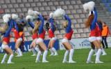 Foto: Karsējmeitenes futbola laukumā