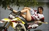 Foto: Latvijas motokrosa izlases karsējmeitenes