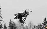 Video: Pirmo reizi veikts dubultais atmuguriskais salto ar sniega motociklu