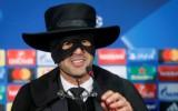 """""""Shakhtar"""" treneris pēc iekļūšanas 1/8 finālā uz preses konferenci ierodas Zorro maskā"""