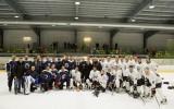 """Video: Saeimas hokeja komanda """"uzdāvina"""" uzvaru Valsts policijas vienībai"""