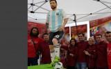 Konditori izveido Mesi šokolādes skulptūru pilnā augumā