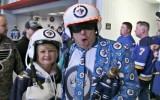 Video: NHL jocīgākajos momentos arī sapucējušies skatītāji