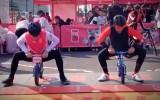 Video: Kontadors joprojām ir formā un uzvar Dip Dap līdzsvaru riteņu sacensībās