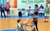 Video: Latviešu basketbolists iesit komandas biedram