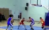 Video: Basketbols cīkstoņu izpildījumā ir mazliet citāds