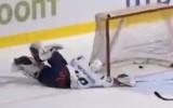 Video: 15 gadīgais kuriozā veidā iemet pirmo ripu pieaugušo hokejā