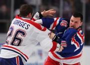 Policija aiztur bijušo NHL nīstāko spēlētāju Eiveriju