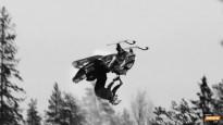 Pirmo reizi veikts dubultais atmuguriskais salto ar sniega motociklu