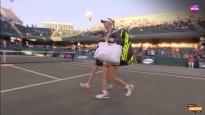 Ostapenko ar neatlaidīgu uzbrukuma tenisu sakauj titulēto Vozņacki