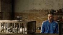 Porziņģis izmanto pasta baložus, lai reklamētu sporta dzērienu