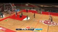 Brutāls sitiens pa pakausi - basketbolists izslēdz pretinieku